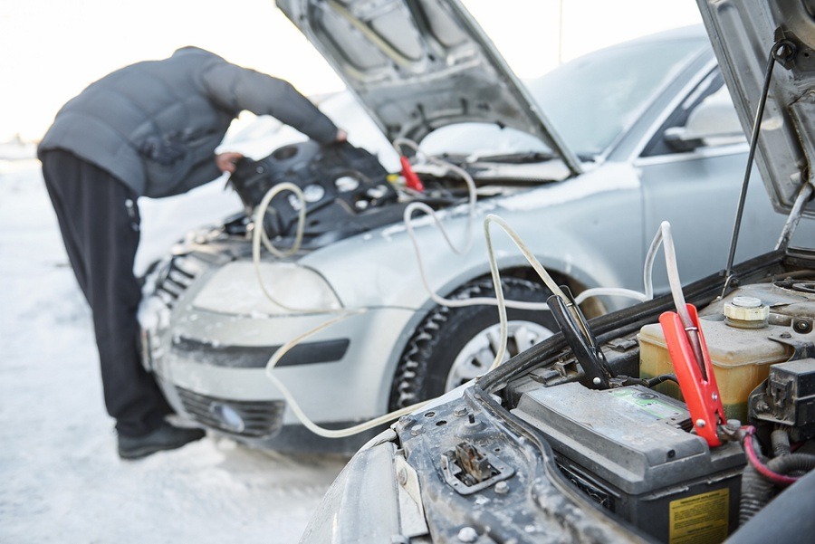 d7d358ba65 Az autó akkumulátorok téli karbantartását a szakemberek nem győzik  hangsúlyozni minden évben a gépjármű tulajdonosok számára, sokan mégis  megfeledkeznek ...